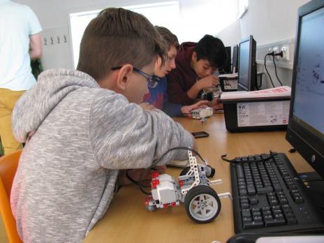 Exkurze v centru robotiky