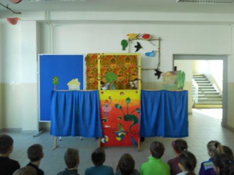 Divadelní kroužek hrál pro spolužáky maňáskové divadlo