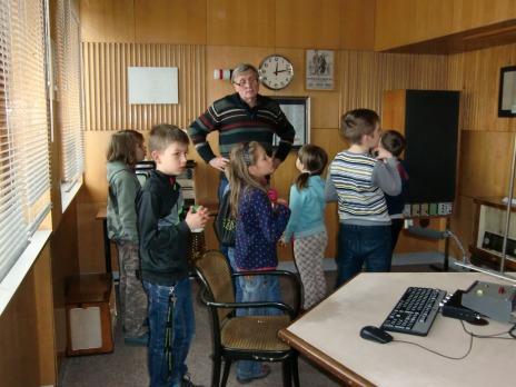 4. oddělení ŠD na exkurzi v Českém rozhlasu Plzeň na Borech