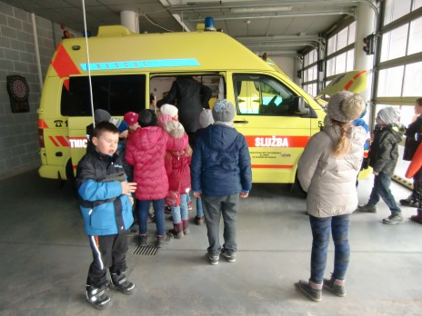 4. oddělení školní družiny navštívilo Záchrannou zdravotnickou službu na Borech