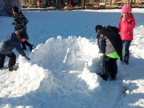 Družinové hrátky na sněhu