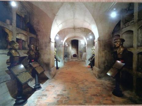 zakoupená pohlednice - interiér krypty