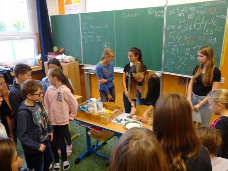 Deváťáci učí páťáky
