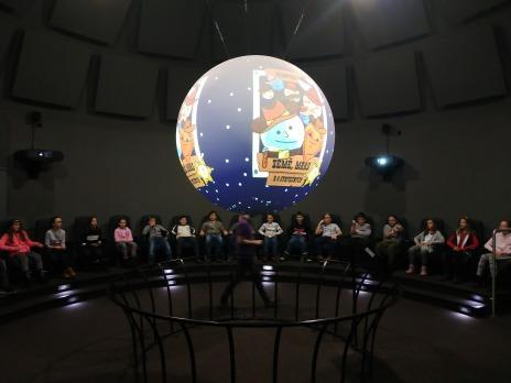 Žáci 5. D navštívili hvězdárnu a planetárium