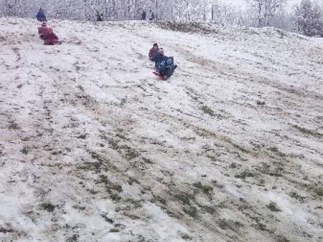 Prvňáčci a první letošní sníh