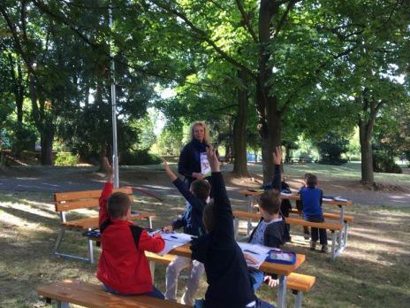 Učebna pod stromy v Liticích