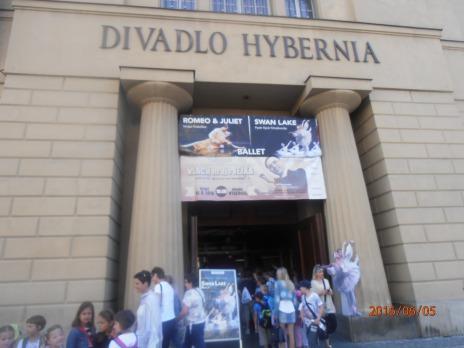 Kapka medu pro Verunku - divadlo Hybernia - 1.B, 2.B - 6.6.2016